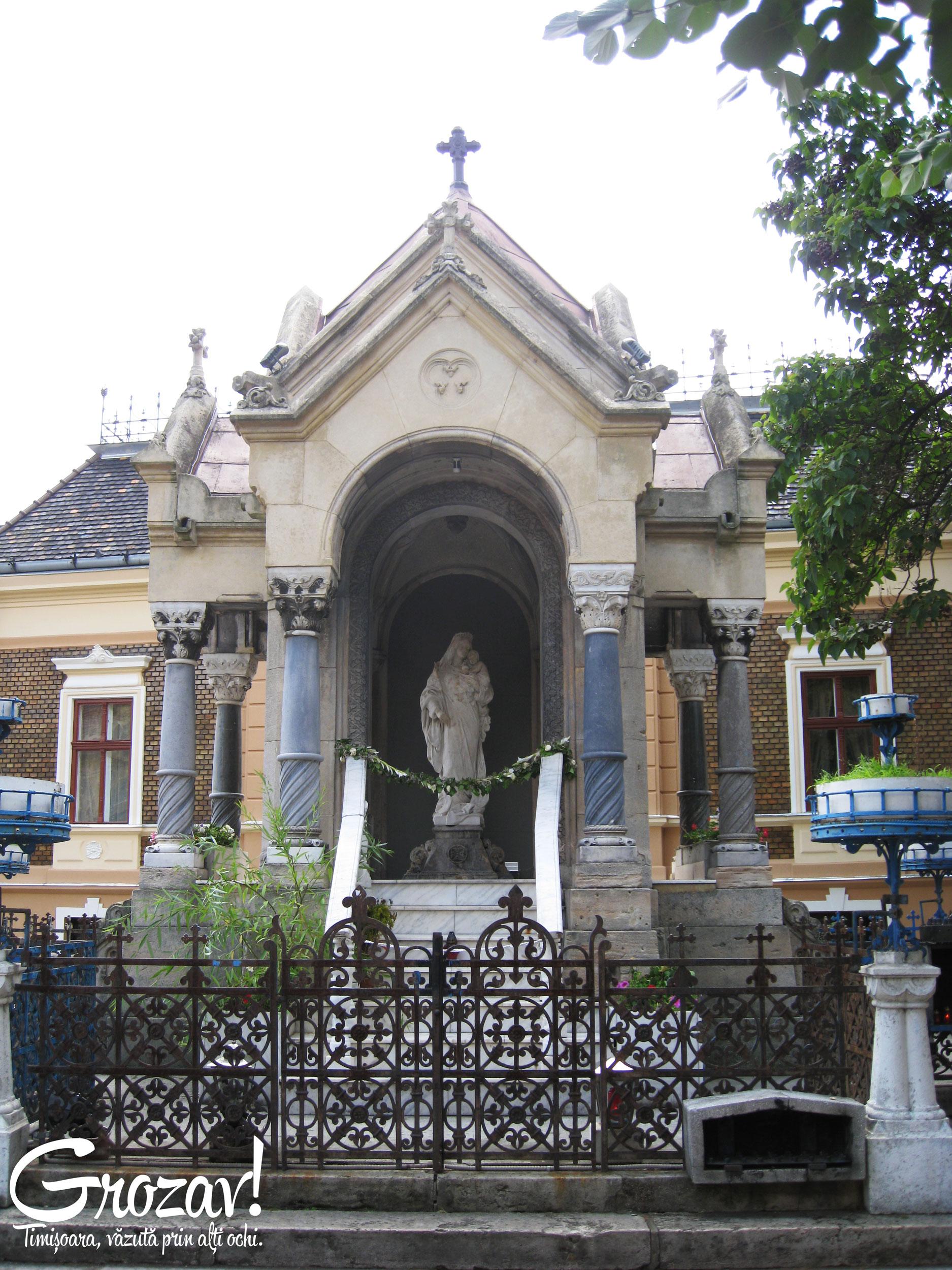 Statuie-Piata-Maria-Timisoara---grozav.org