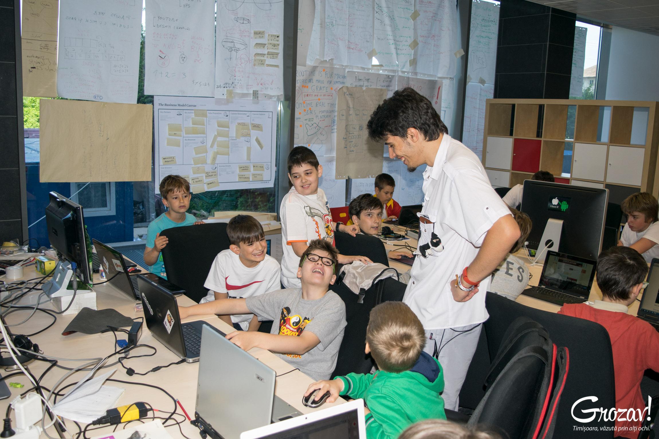 Copii invatand programare la coder dojo Timisoara II