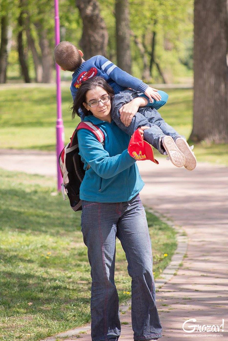 Georgiana și Radu Boian în parc timisoara grozav
